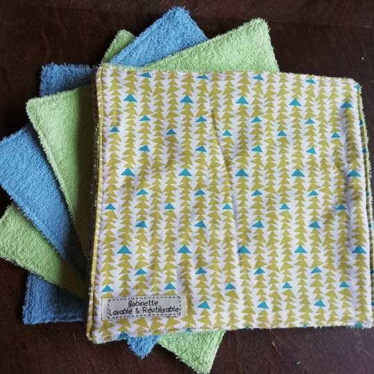 Disponible : 1 lot de 8 pièces - triangle sapin turquoise